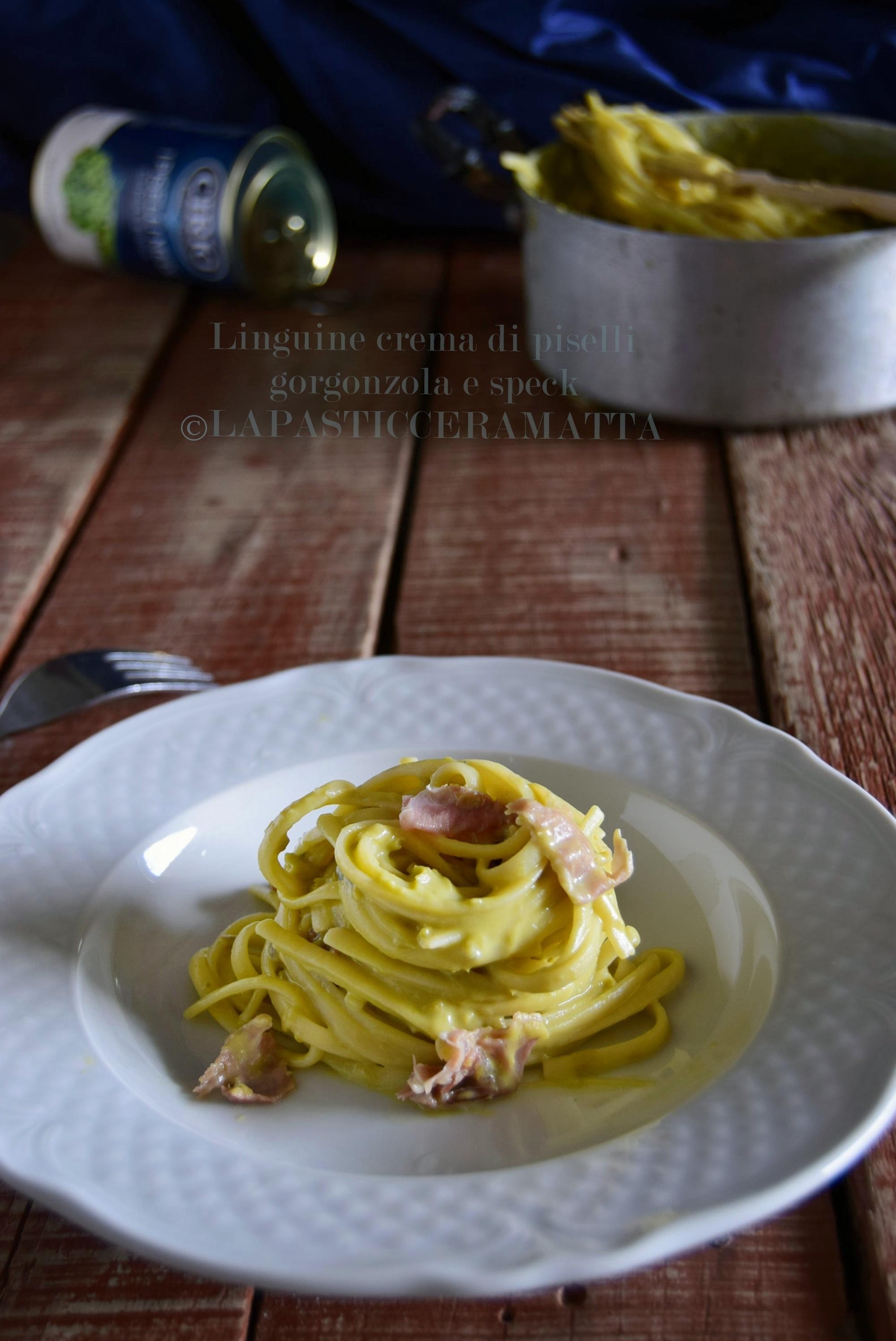 Linguine con crema di piselli, gorgonzola e speck