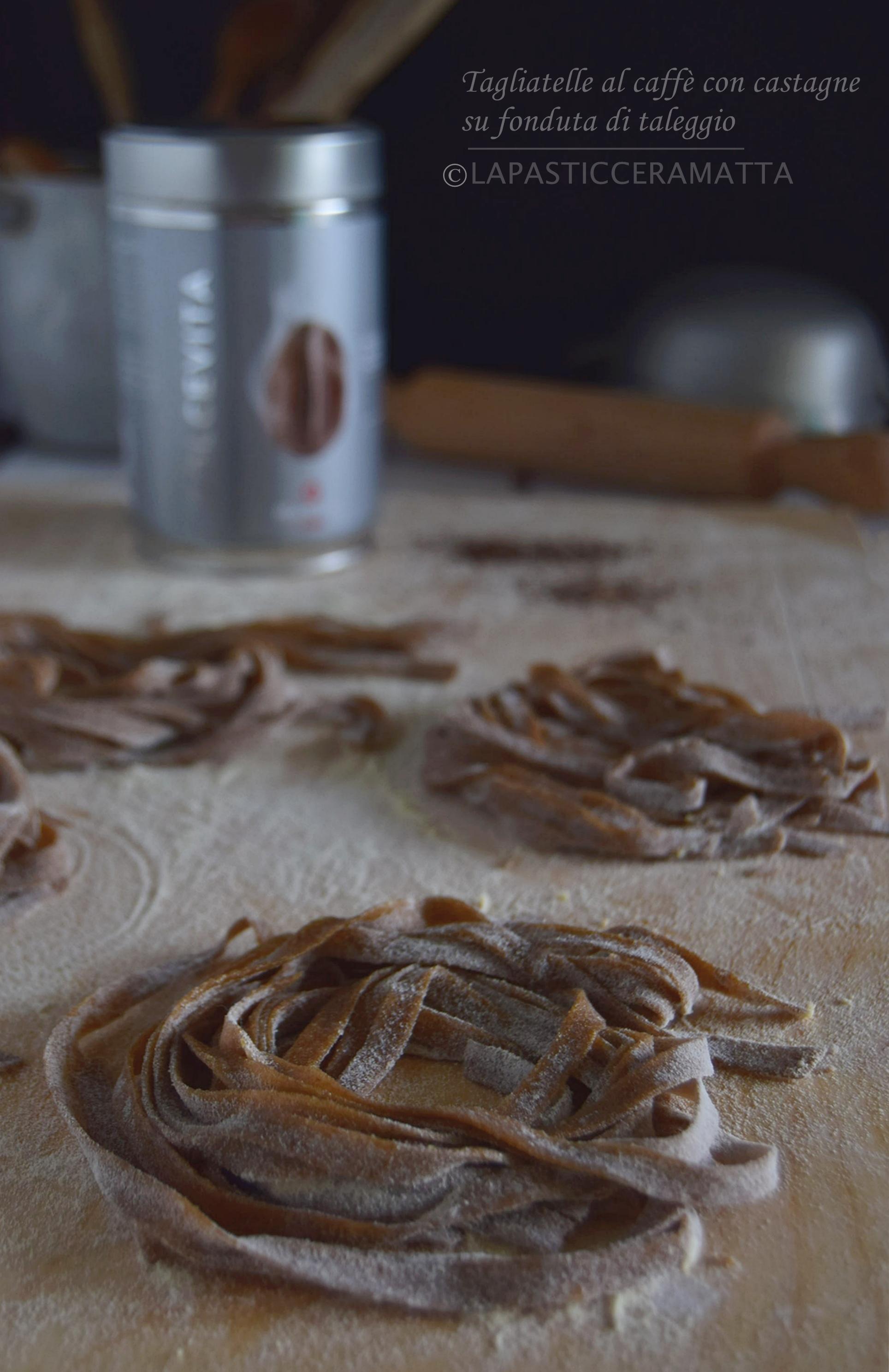 Tagliatelle al caffè con castagne su crema di taleggio