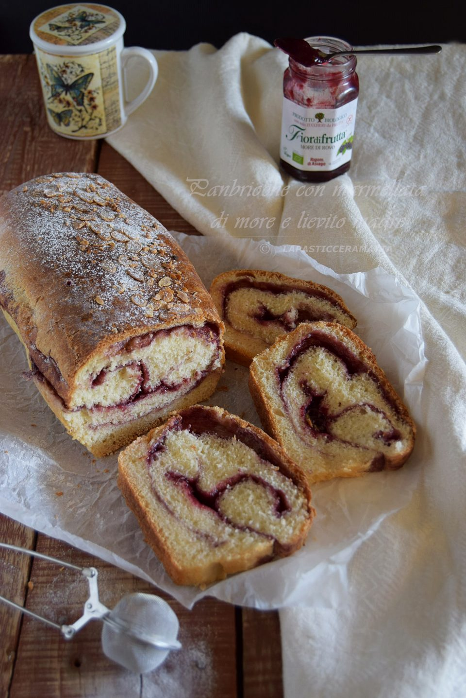 Pan brioche con marmellata di more e lievito madre