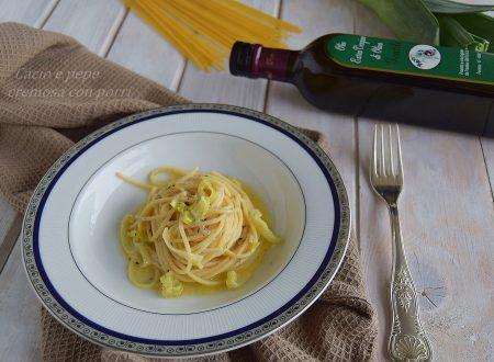 Spaghetti cacio e pepe cremosi con porri