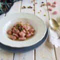 Gnocchi di barbabietola al doppio burro e pistacchi