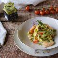 Tagliatelle con pesto di pistacchi gamberi e pomodorini