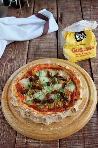Pizza con crema di carciofi e pomodori secchi-pardupizza