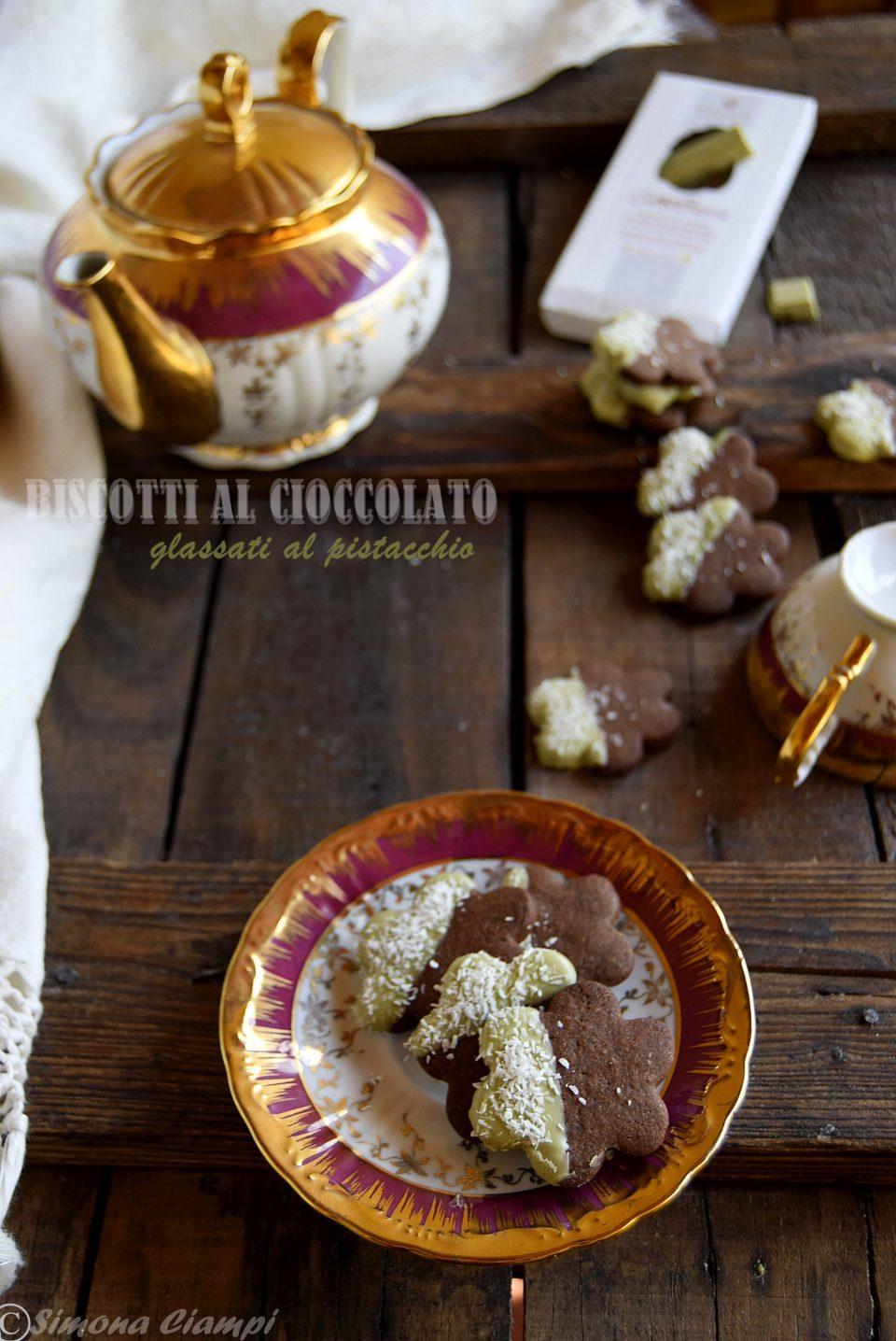 Biscotti al cioccolato glassati al pistacchio