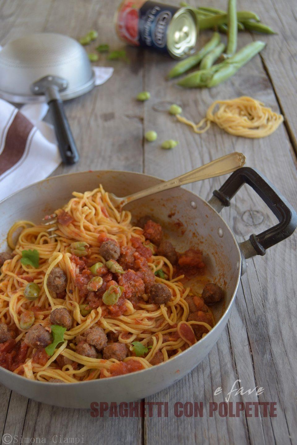 Spaghetti con polpette e fave