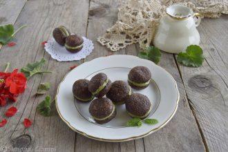 Baci di dama al cioccolato e crema di pistacchi