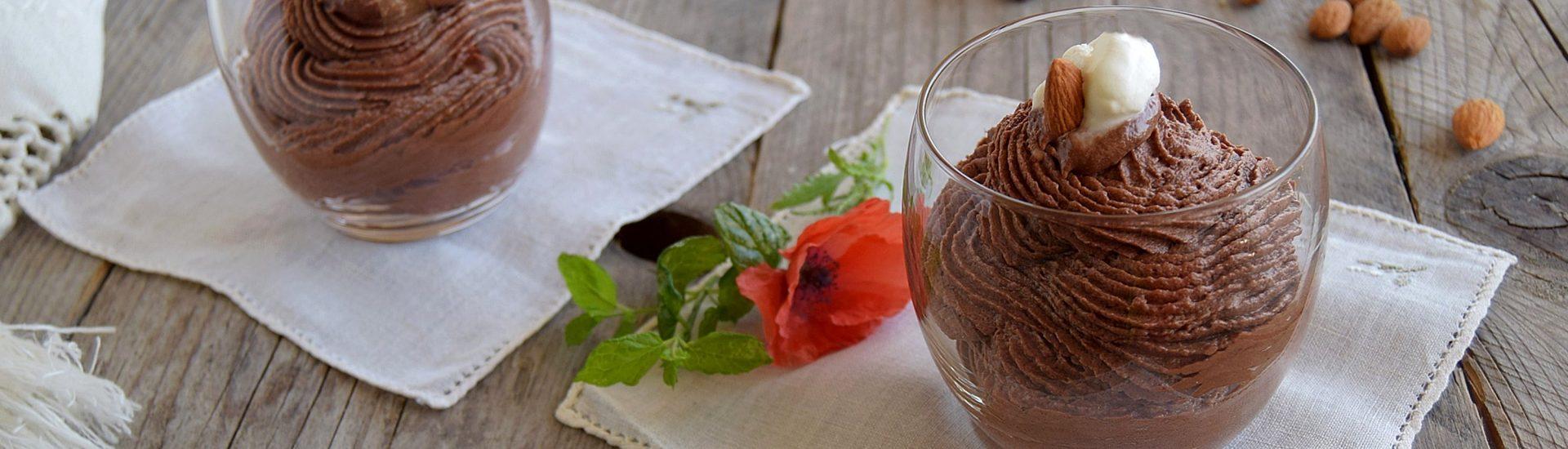 Mousse al cioccolato mandorlata