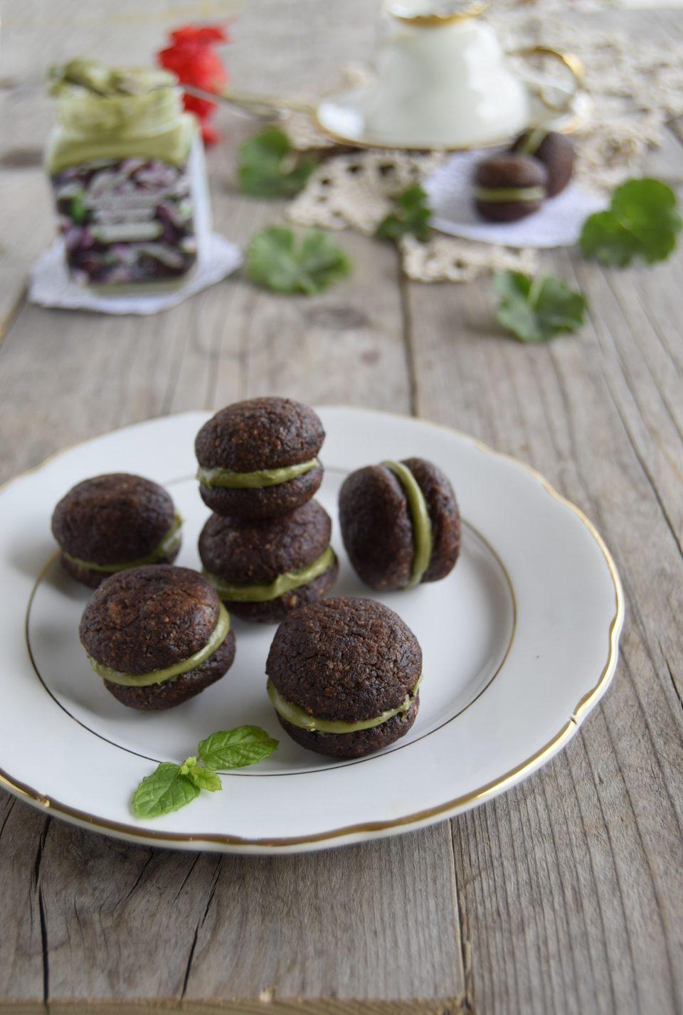 Baci di dama cioccolato e crema di pistacchi