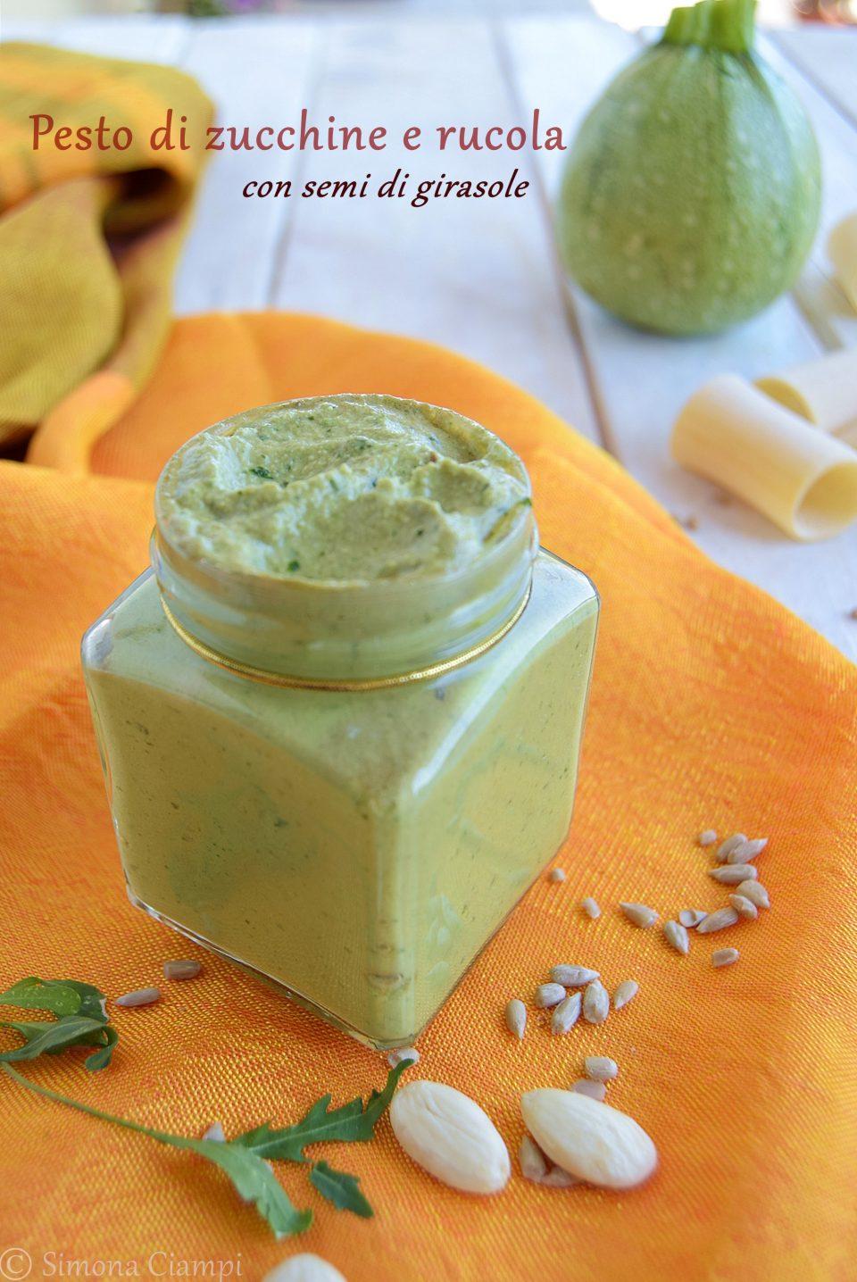 Pesto di zucchine e rucola con semi di girasole