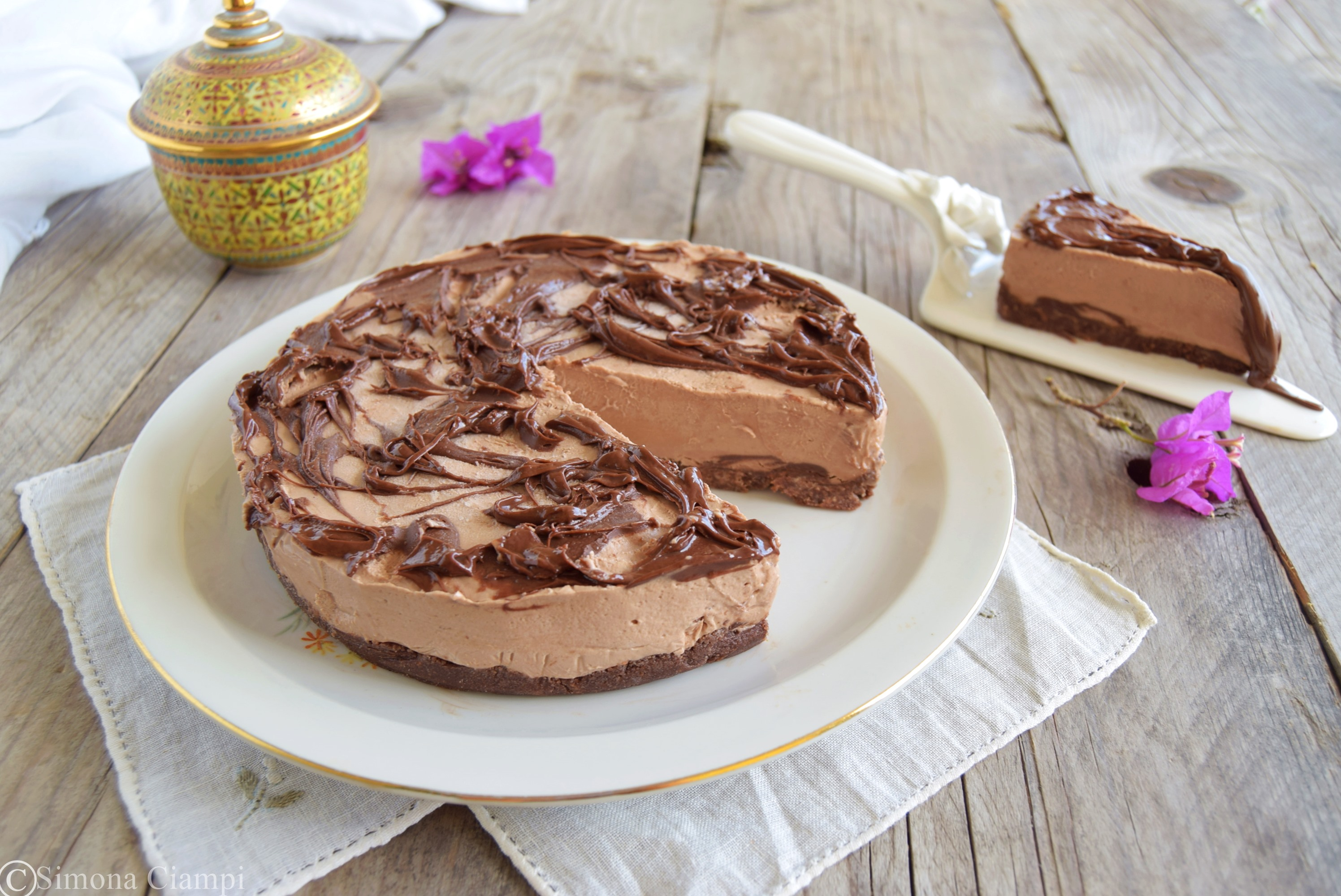 Torta fredda senza cottura con crema di nocciole