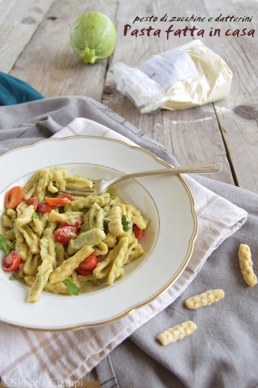 Pasta fatta in casa con pesto di zucchine e datterini