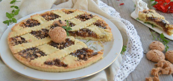 Crostata di albicocche, amaretti e cioccolato