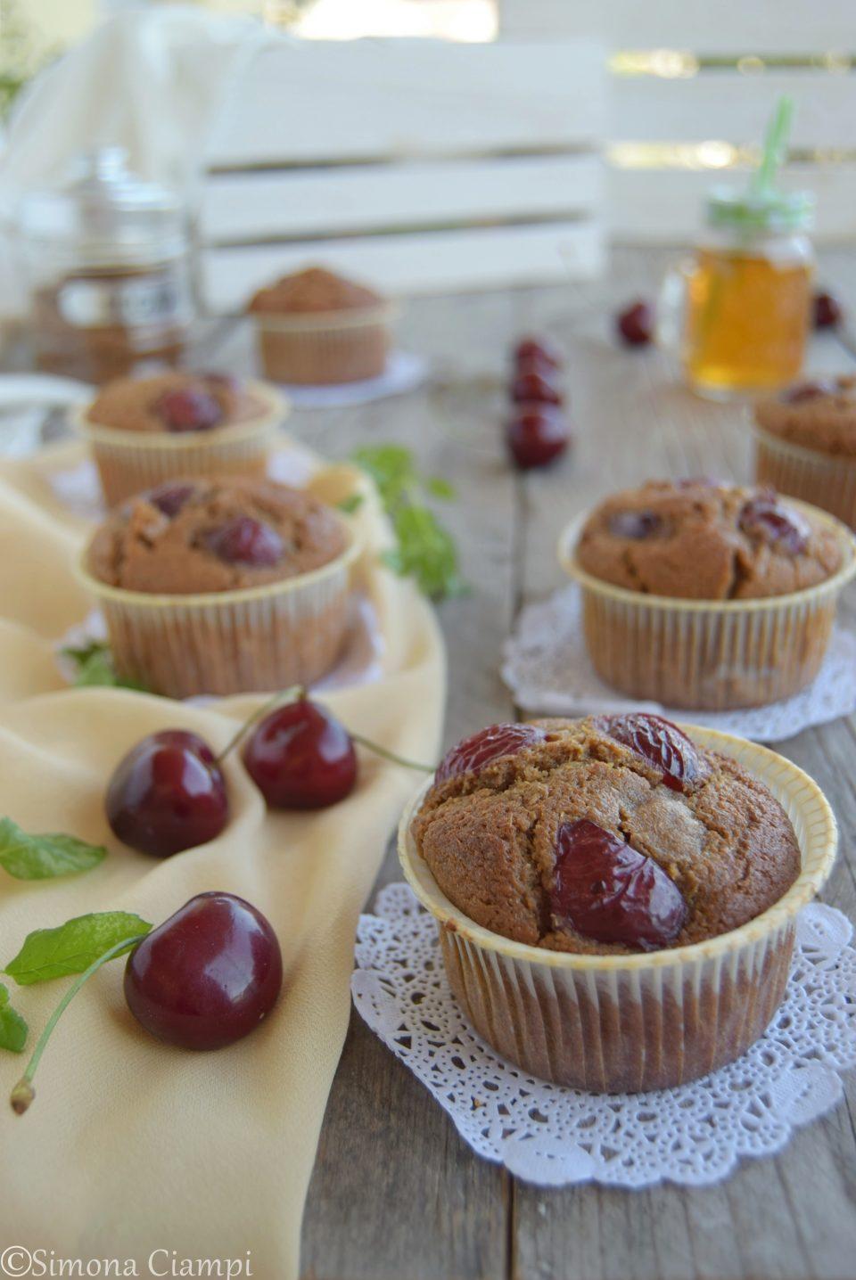 Muffins all'orzo con ciliegie