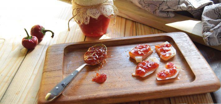 Marmellata di peperoncino-perfetta per i formaggi