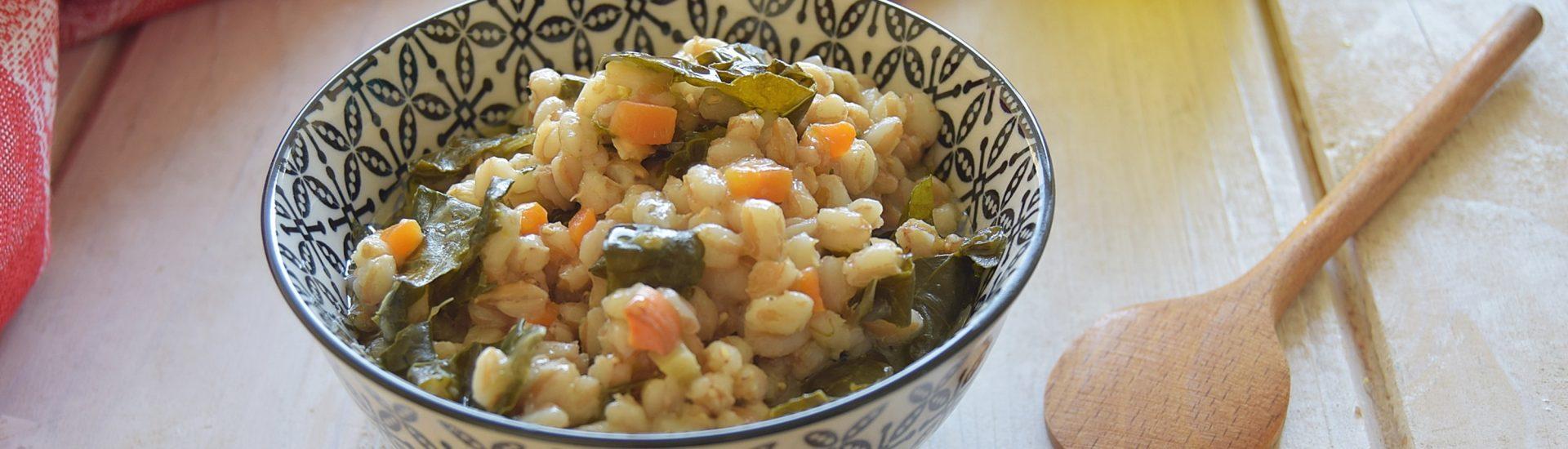 Zuppa di farro con cavolo nero-facile e gustosa