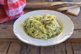 Paglia e fieno con crema di Gorgonzola e piselli-pronta in 10 minuti