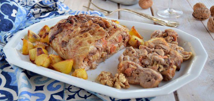 Pollo ripieno disossato cotto in forno