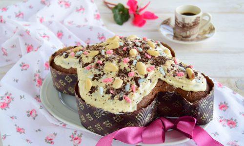 Colomba pasquale veloce caffè e cioccolato glassata al cioccolato bianco