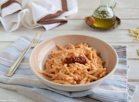 Trofie in salsa rosa ai pomodori secchi e mandorle
