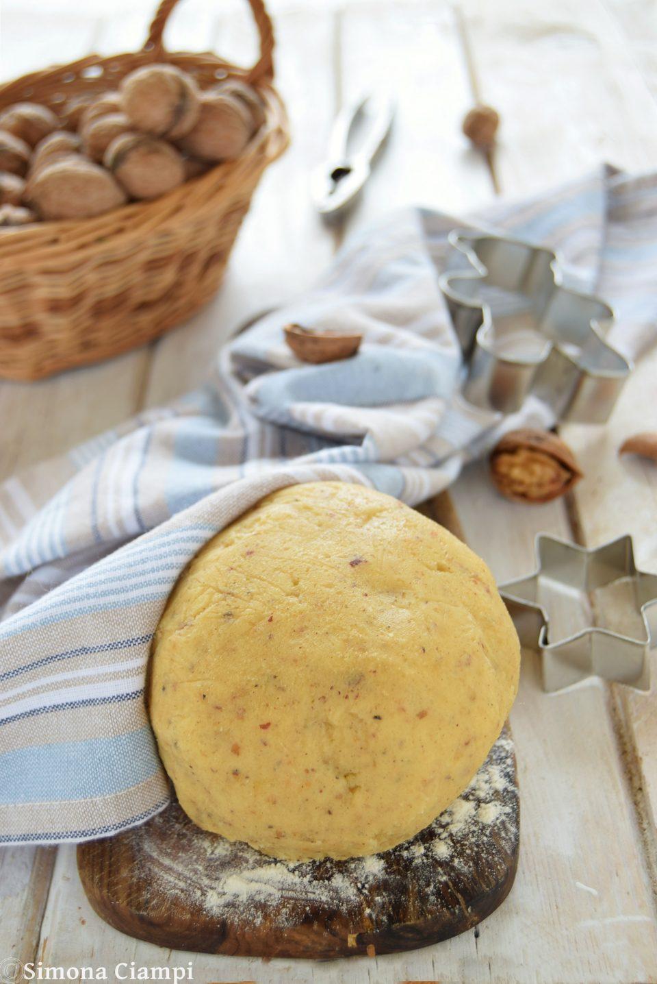 Pasta frolla alle noci per crostate e biscotti