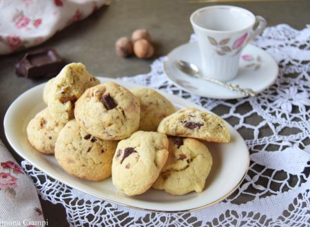 Biscotti alle noci e cioccolato per la colazione