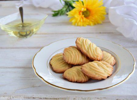 Biscotti di pasta frolla montata all'olio