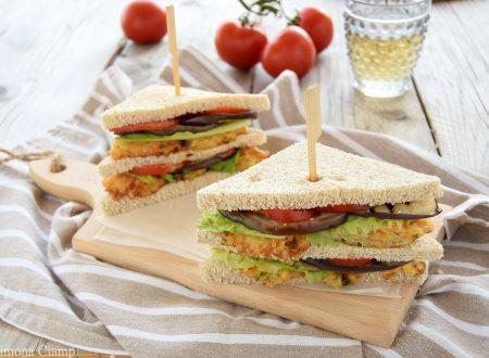 Club Sandwich vegetariano con frittelle di patate veloci