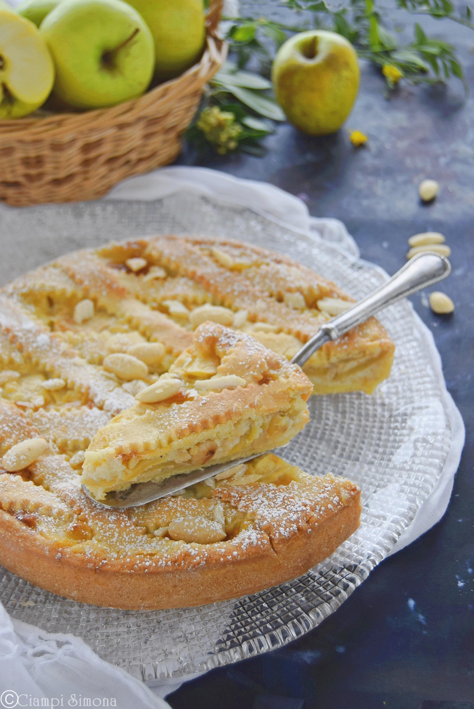 Crostata di mele con crema e mandorle