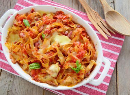 Tagliatelle al forno con pancetta mozzarella e scamorza