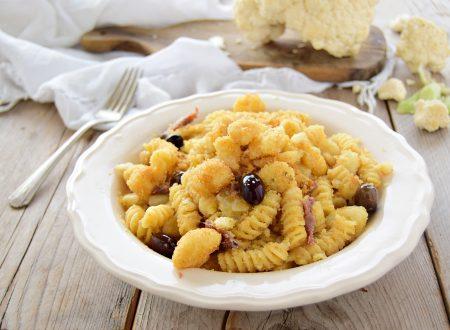 Pasta con cavolfiore mollica e alici pronta in 10 minuti