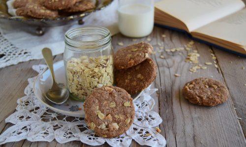 Biscotti integrali avena mandorle e cacao-tipo Anzac