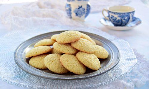 Biscotti semplici per la colazione senza burro
