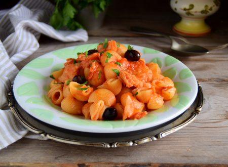 Pasta con baccalà e olive tipo ragù