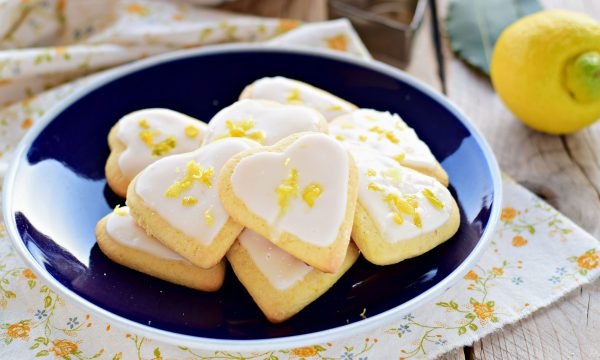 Biscotti al limone- dolci cuori glassati