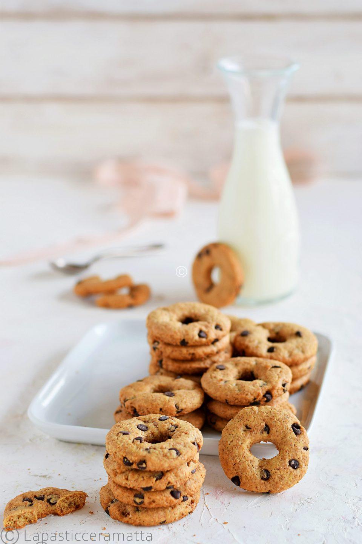 Biscotti integrali senza burro con gocce di cioccolato