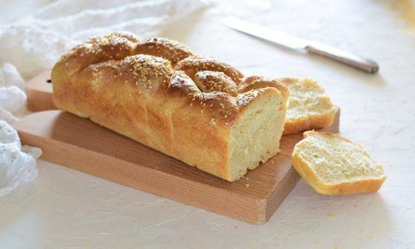 Pane in cassetta a treccia