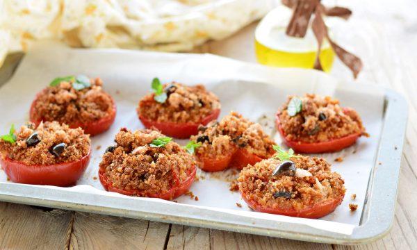 Pomodori gratinati al forno con tonno alla mediterranea