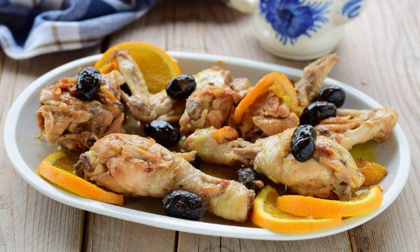 Pollo all'arancia e olive nere in casseruola