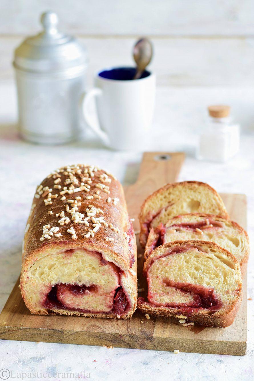 Pan brioche dolce senza lattosio ripieno di confettura