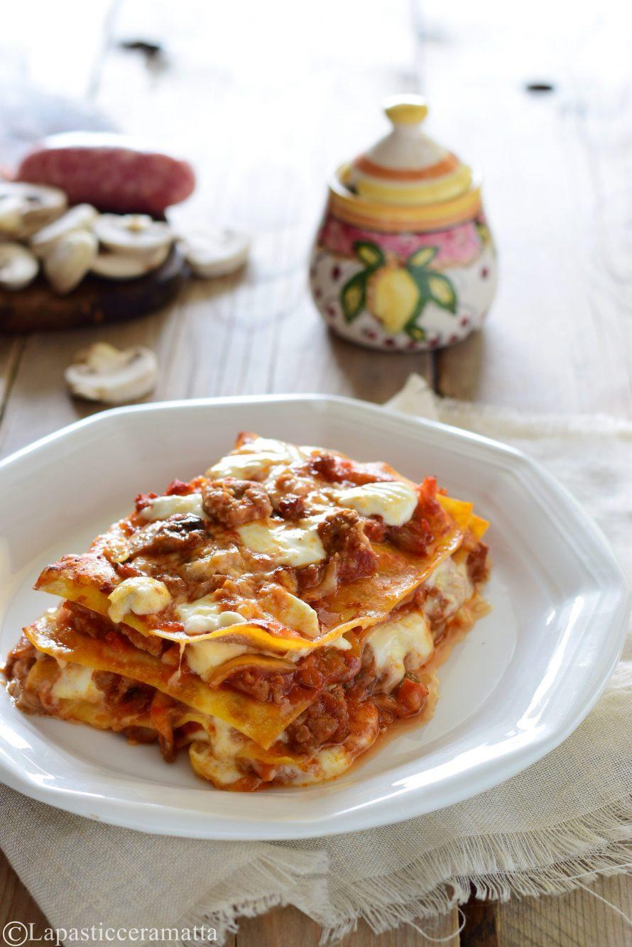 Lasagne senza besciamella con salsa ai funghi e salsiccia