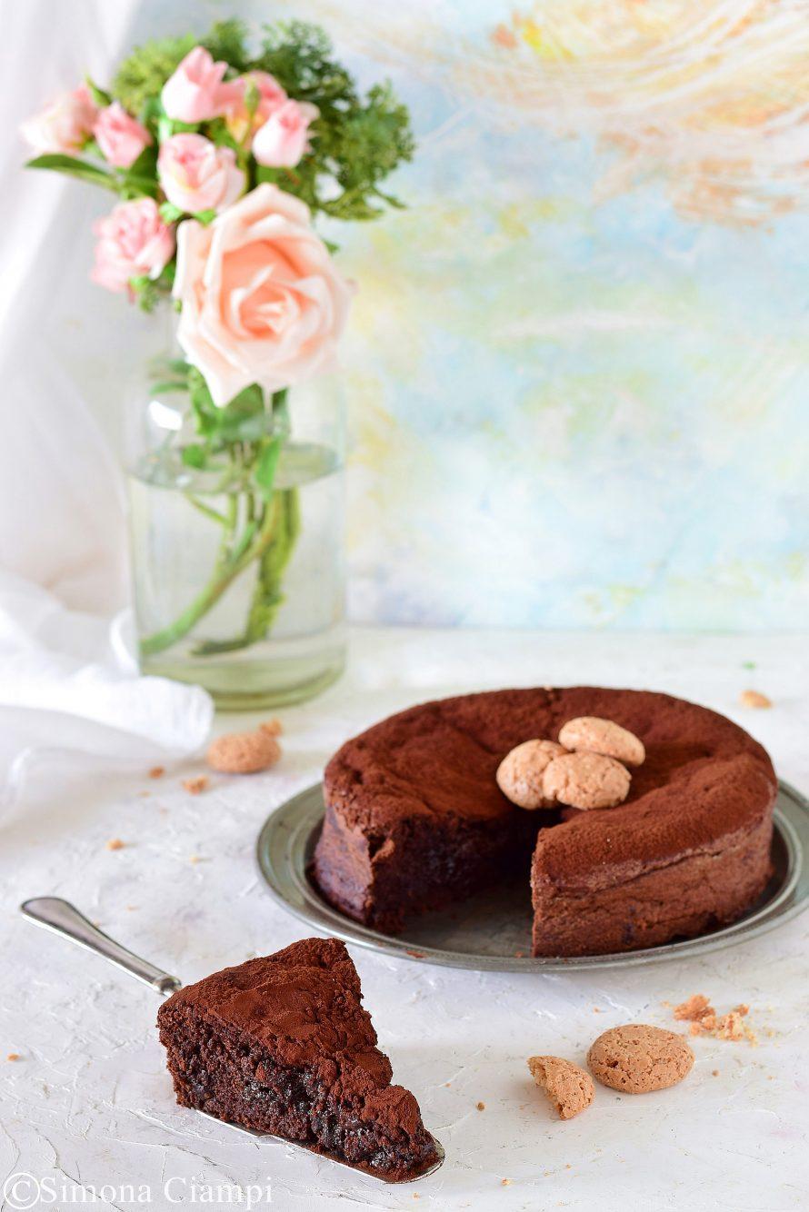 Torta tenerina al cioccolato e amaretti