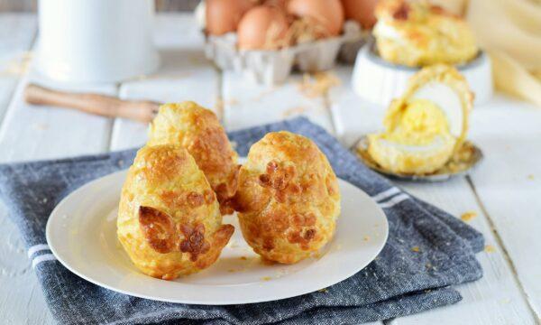 Uova sode in crosta farcite di formaggio-antipasto facile