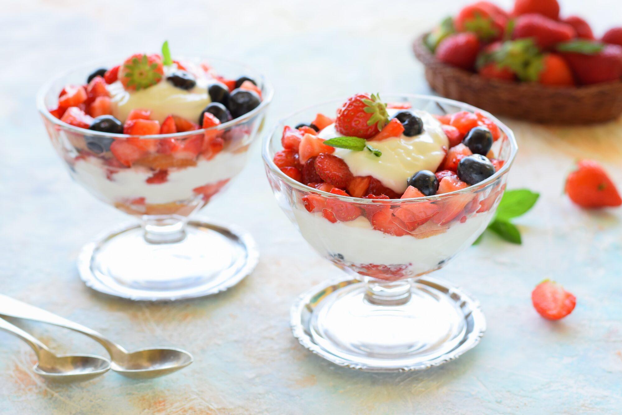 Coppa allo yogurt e frutti di bosco-super veloci