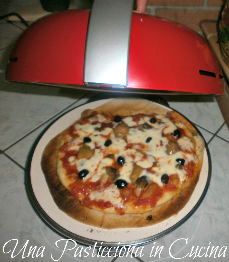 Pizza fatta in casa con bella napoli con funghi carciofi for Pizza in casa