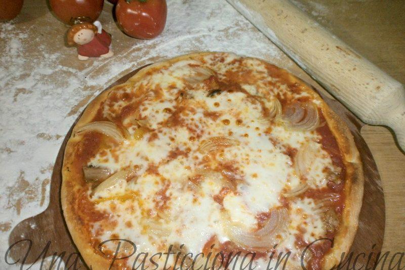 Pizza fatta in casa con Bella Napoli (con Funghi, Carciofi, Tonno e Cipolla)