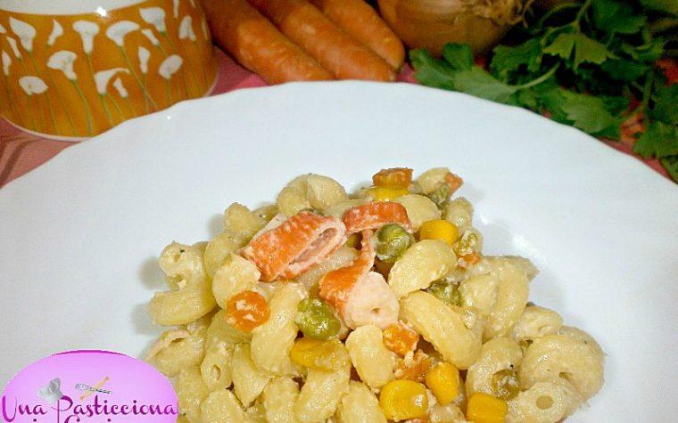 Pasta al Salmone e Verdure Cremosa