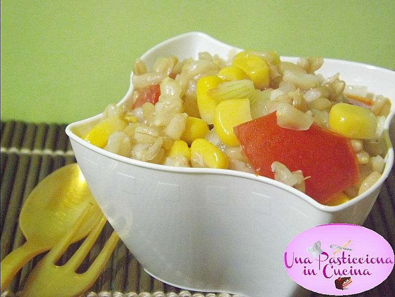 insalata di grano con verdure e tonno