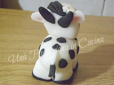 mucca con pasta di zucchero
