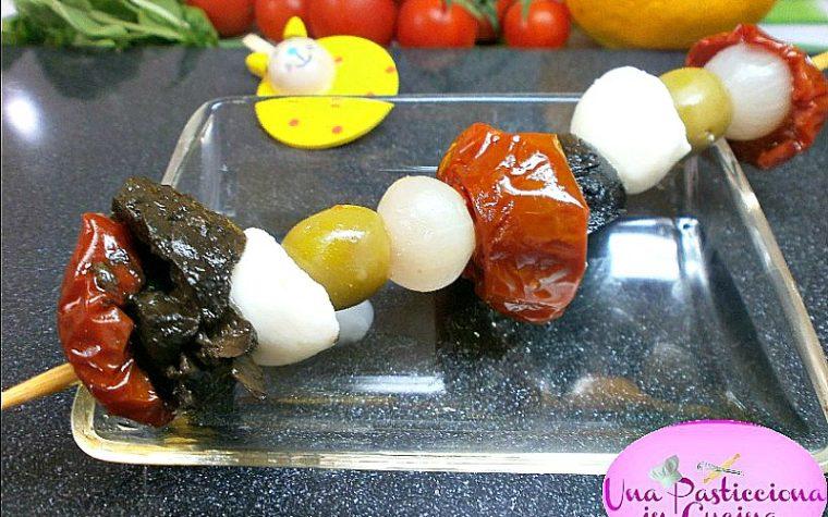 Spiedini di Mozzarella Pomodorini e Olive Ricetta