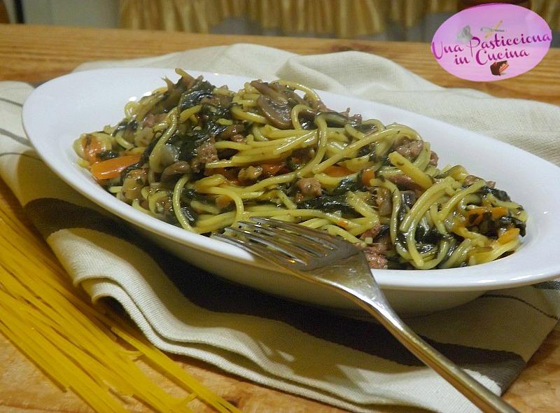 Pasta con Spinaci Funghi e Carne Trita